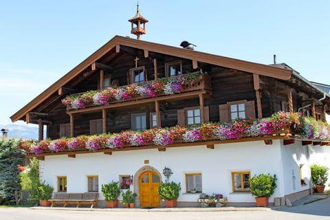 Bauernhaus mit Blumen