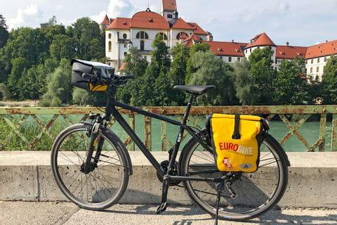 Fahrrad vor dem Hohen Schloss