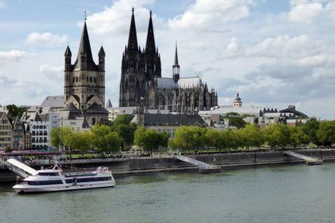 Kölner Dom mit Blick auf den Rhein