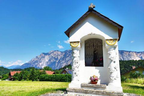 Bergpanorama mit Kapelle