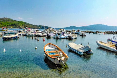 Bucht mit Booten in Castiglioncello