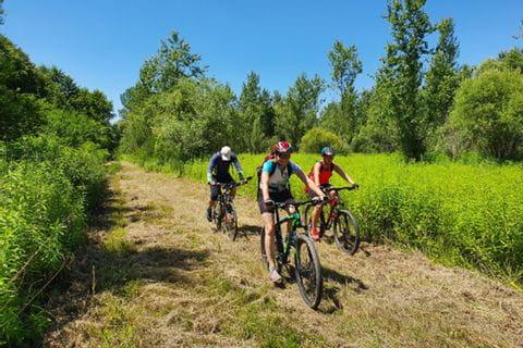Cyclists between Klagenfurt and Zagreb