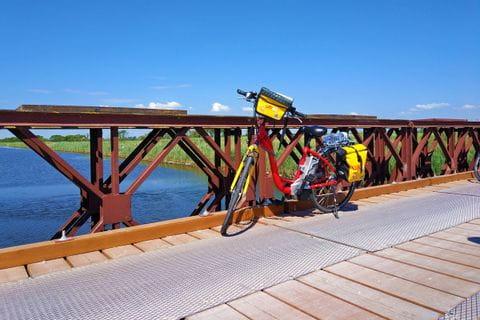Eurobike Rad auf Brücke in der Po-Ebene