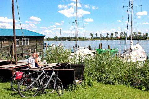 Cyclists on the banks of a lake