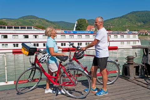 Cyclists on the ferry in Weissenkirchen