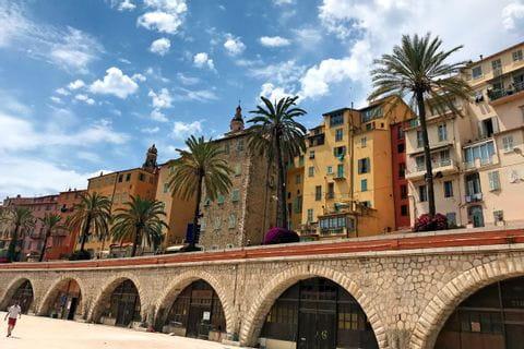 Promenade in Menton entlang der Radtour von Turin nach Sanremo