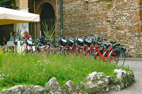 Räder vor Restaurant in Venetien