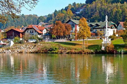Hotel im Herbst
