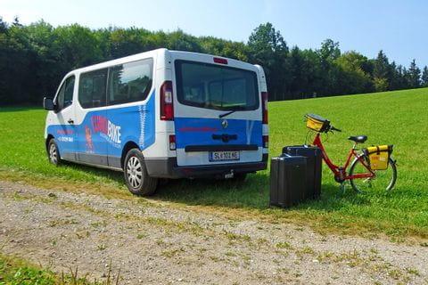 Eurobike luggagetransfer bus with luggage and bike