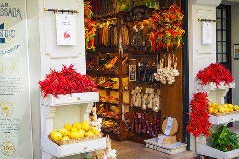 Mallorquinischer Delikatessenshop in der Altstadt von Palma