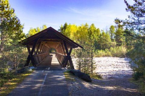 Holzbrücke über den grossen Dürrenbach auf der Drau Radweg Tour