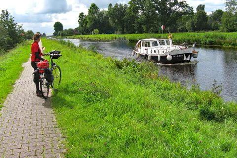 Radfahrer am Ems Jade Kanal