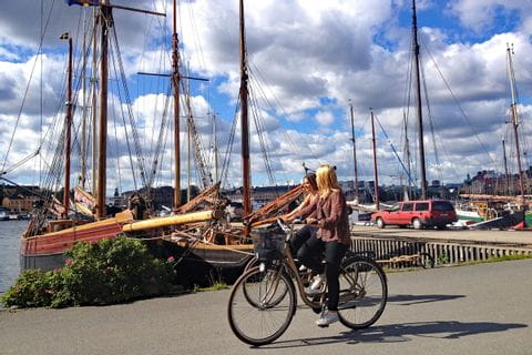 Cyclists at the Harbour