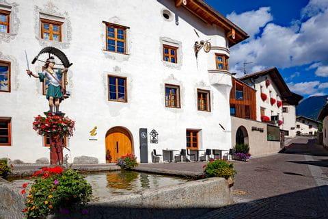 Dorfplatz in Burgeis in Südtirol