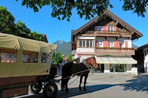 Pferdkutsche am Markplatz in Garmisch