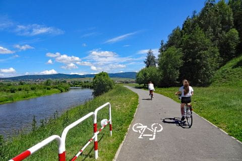 River next to the Dunajec bike path