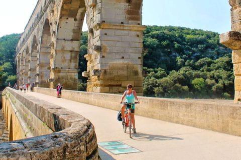 Cyclist on the Pont du Gard