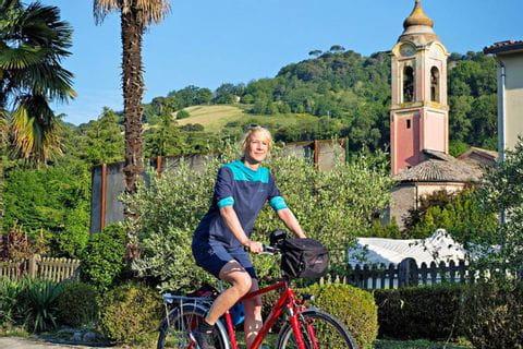 Radlerin auf dem Radweg Florenz - Venedig