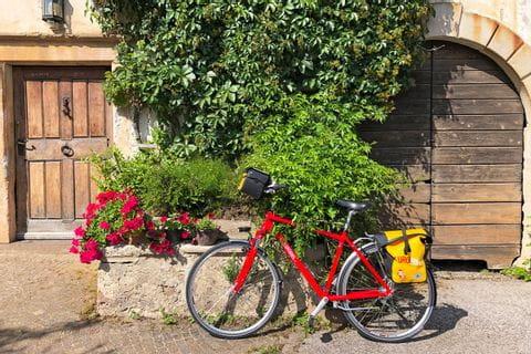 Eurobike-Fahrrad vor Mauer