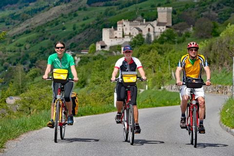 Cyclists in front of castle Churburg