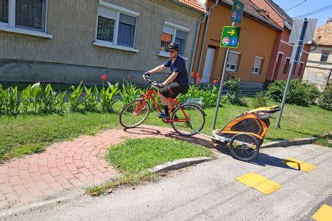 Radreise Wien - Budapest, Ortseinfahrt Györ