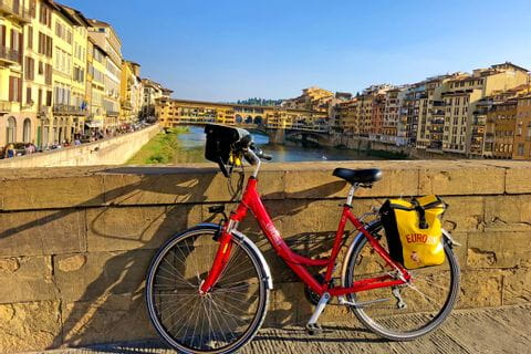Eurobike-Rad vor dem Ponte Vecchio in Florenz