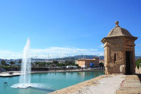 Springbrunnen vor der Kathedrale von Palma
