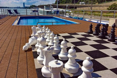 MS Carissima Sonnendeck Pool Schachspiel