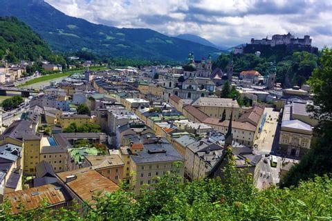 Blick auf Salzburg mit Salzach und Festung Hohensalzburg