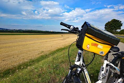 Eurobike-Rad vor Feld