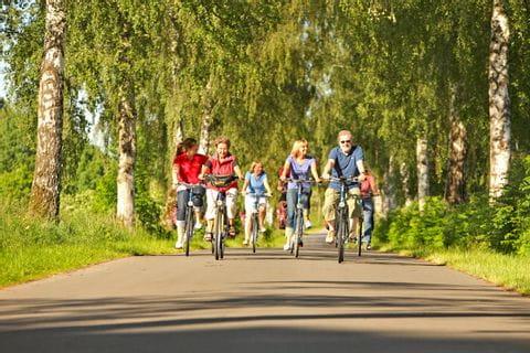 Radlergruppe am Weser Radweg