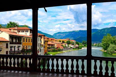 Blick von der berühmten Brücke auf den Brenta