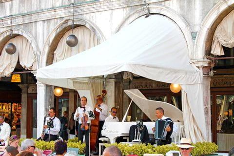 Musikanten am Markusplatz in Venedig