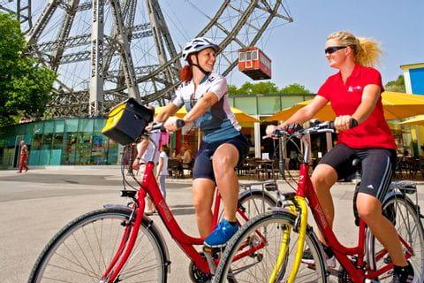 Radfahrer im Prater der Österreichischen Bundeshauptstadt Wien
