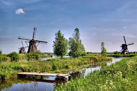 Windmühlen entlang des Radweges