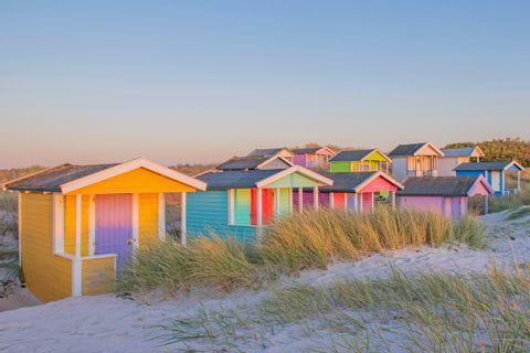 Bunte Strandhäuser auf der Tour von Åhus nach Brösarp