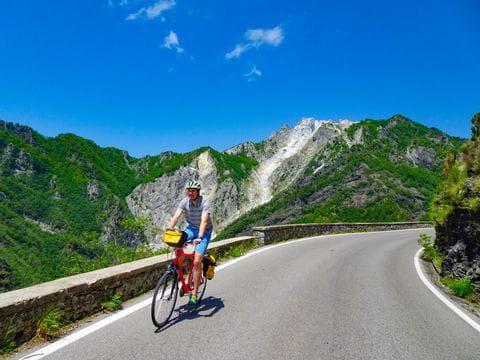 Pass crossing next to Carrara