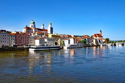 Sicht auf Passau von der Donau