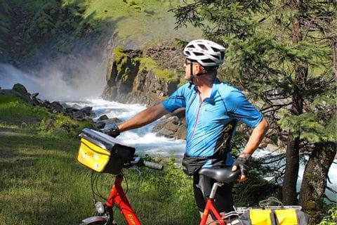 Radfahrer vor Krimmler Wasserfällen