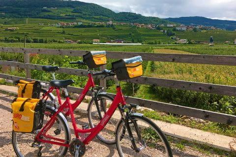 Eurobike Fahrräder am Radweg zwischen Bozen und Trient