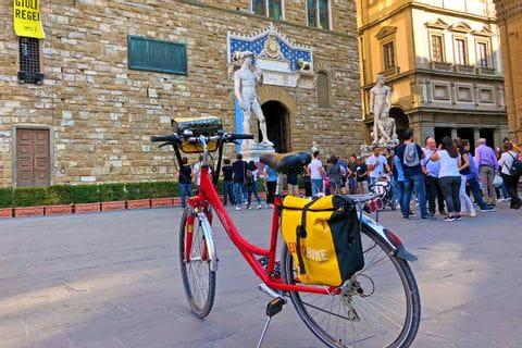 Fahrrad mit der Statue des Davide in Florenz
