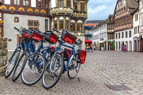 geparkte Räder in der Altstadt