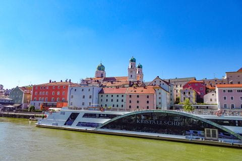 Kristallschiff an der Donau