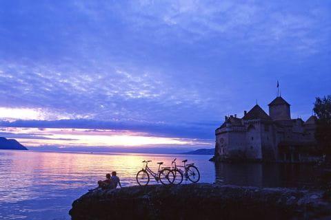Der atemberaubende Genfer See bei Sonnenuntergang