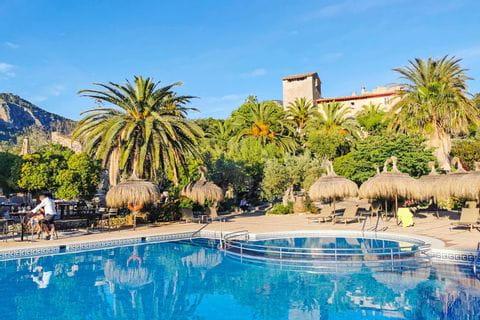 Poolanlage im Hotel Es Port Mallorca