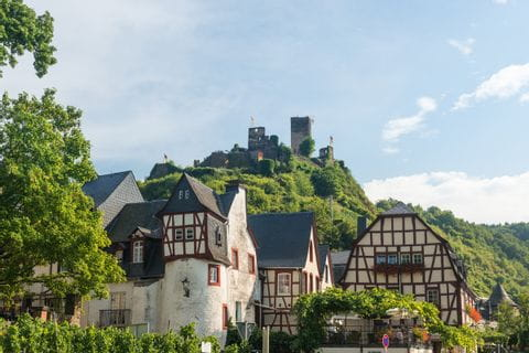 Die Burg Metternich am Moselradweg