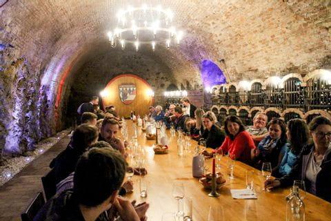 Weinverkostung im Klosterhof