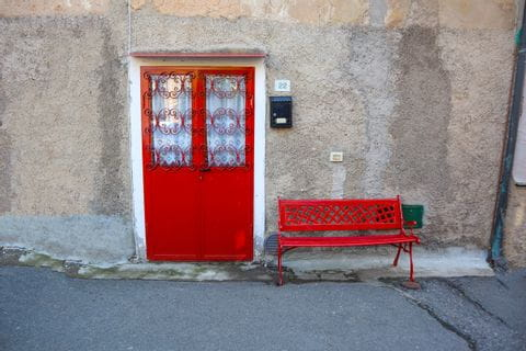 rote Haustür in Bolgerhi