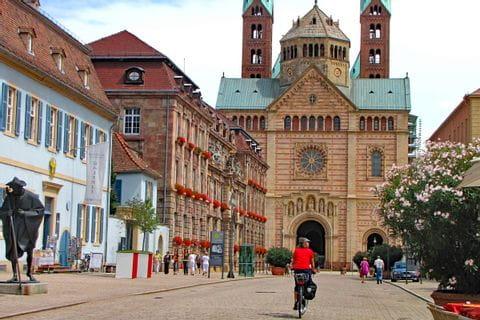 Mit dem Rad direkt zum imposanten Speyerer Dom