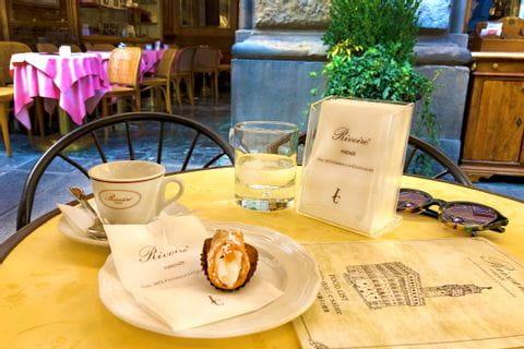 Kaffee und sizilianisches Canoli